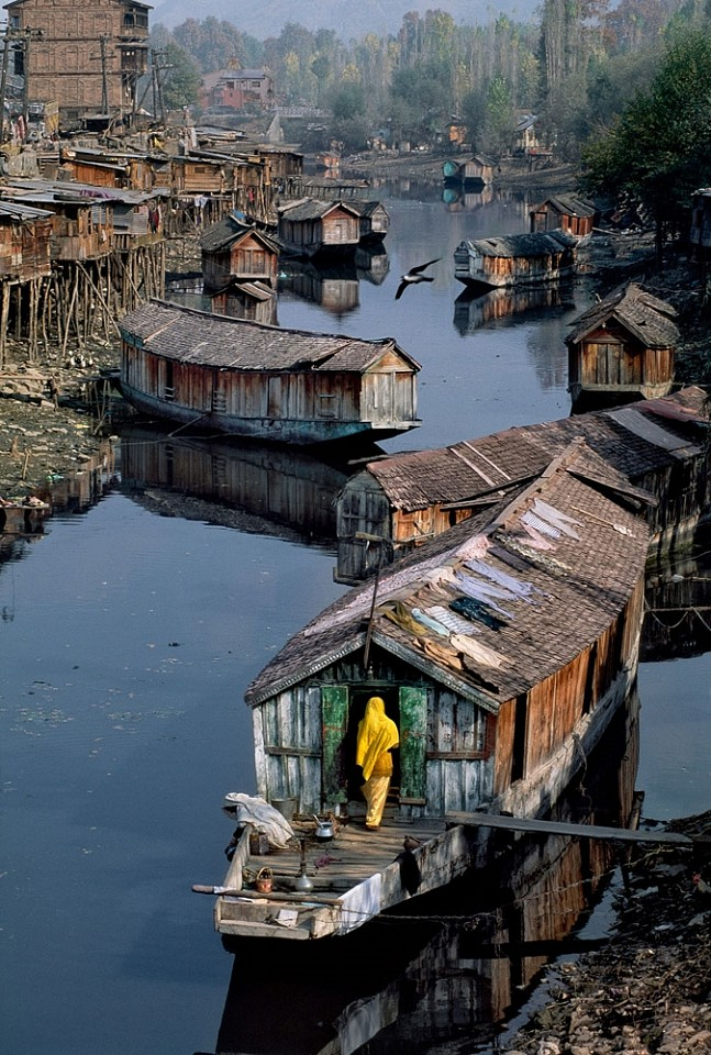 Steve McCurry ,   Houseboat  ,  1998     FujiFlex Crystal Archive Print ,  30 x 40 in. (Inquire for additional sizes)     KASHMIR10096